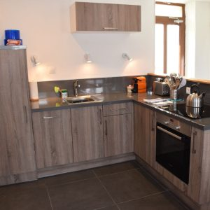 well-equppied-modern-kitchen-with-dishwasher